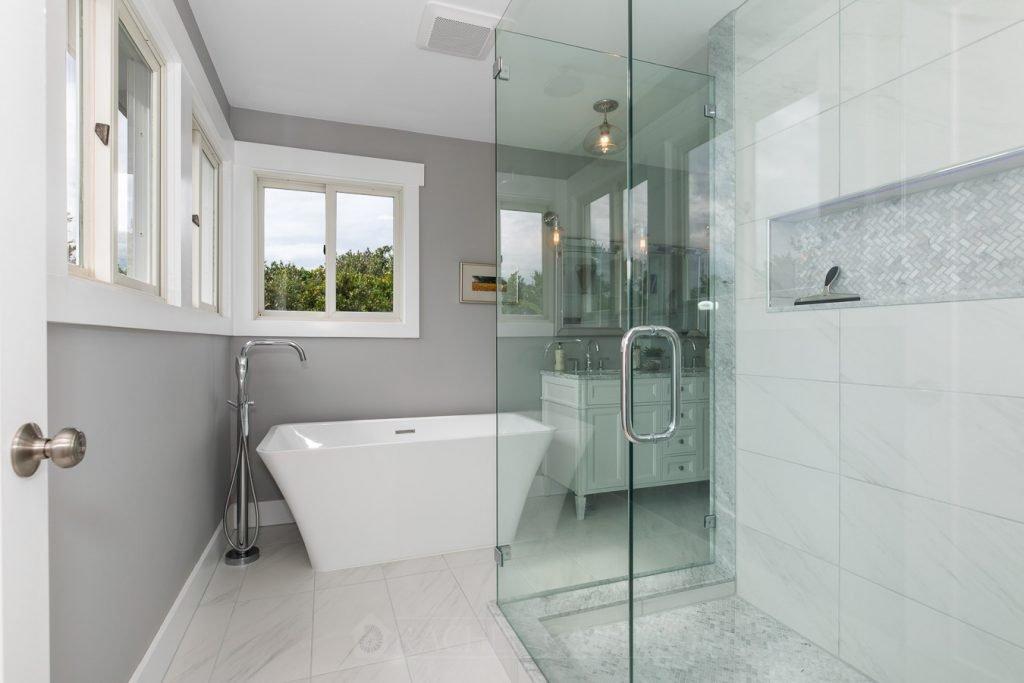 bathroom staging tips - Rachel Carter Images